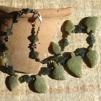 Boutique achat et vente de colliers et parures bijoux médiévaux du moyen age médiéval, costumes, accessoires, décors ethniques, historique et archéologiques