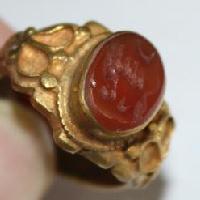 Boutique achat et vente de bagues romaines et anneaux étrusques, accessoires, décors historiques archéologiques