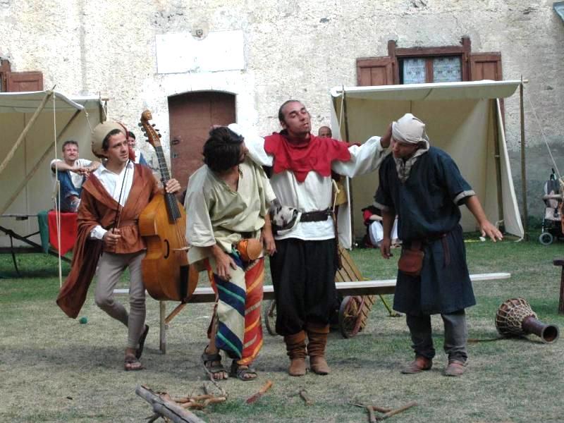 Organisation et animation spectacle médiéval sur l' histoire par les voyageurs du temps
