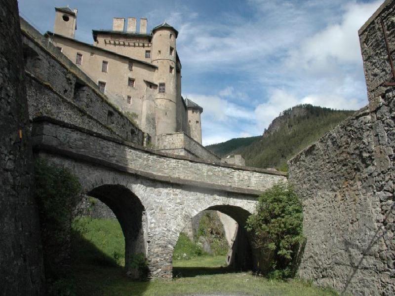 Organisation et animation spectacle médiéval sur l' histoire et la fin des templiers au chateau de septeme par les voyageurs du temps.