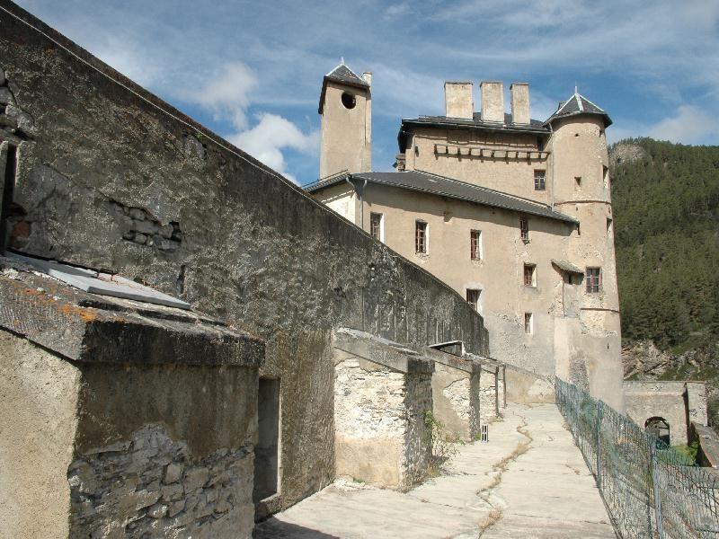 Photos image de fort Queyras à chateau ville vieille par Bernard Berthel et Cécile Arnaud - Les Voyageurs du temps y on organisé des fêtes médiévales en 2007 et 2008