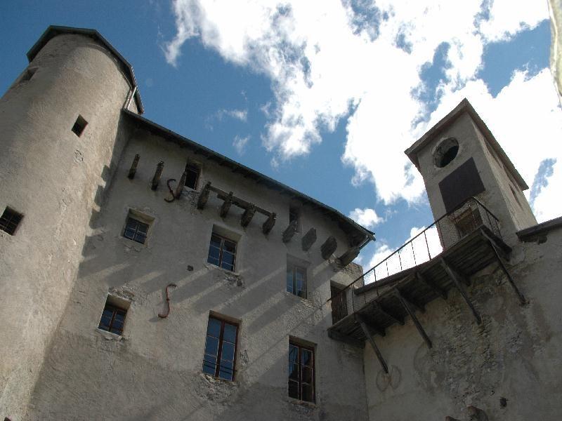 Le chateau de fort Queyras, dans les hautes Alpes - Photos image de fort Queyras à chateau ville vieille par Bernard Berthel et Cécile Arnaud - Les Voyageurs du temps
