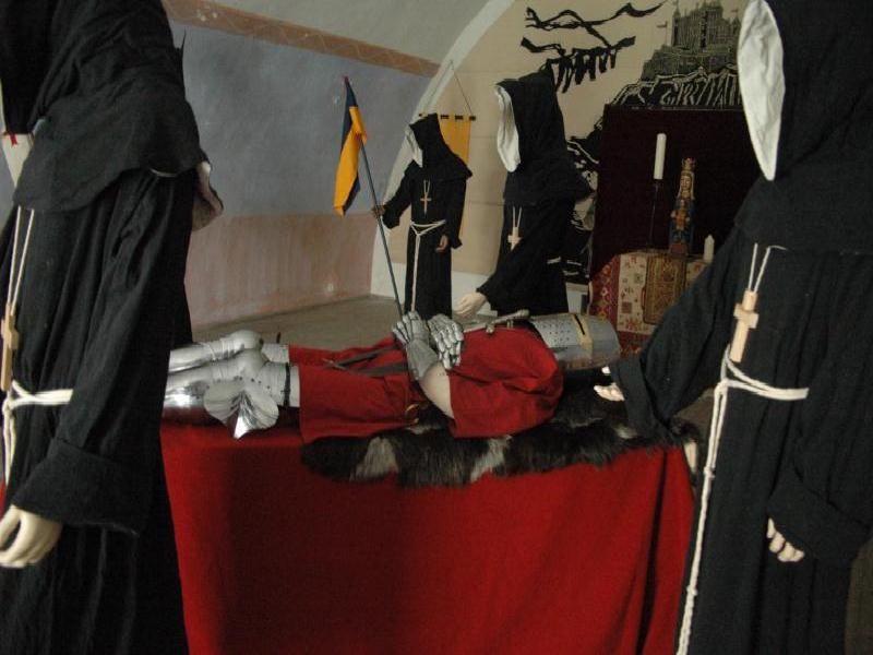photos animations médiévales à Fort Queyras - Organisation et animation spectacle médiéval sur l' histoire et exposition temporaires clés en main par les voyageurs du temps.