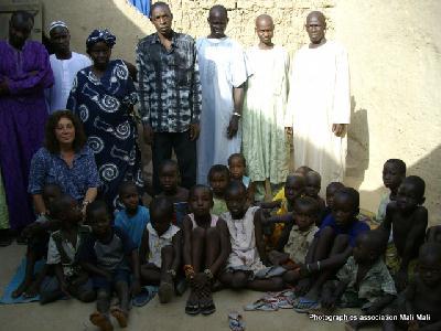 Compte tenu de la situation géo-politique ( l'invasion des troupes de bandits armés dans le nord du Mali ont débuté en février 2012 et en octobre certains groupes étaient tout près de Djenné), L' Association MaliMali - AADEM a préféré rencontrer le président de l'association qui s'occupe de l'orphelinat ( Amadou Sow) à Ségou, à 250 kms au sud de Djenné.